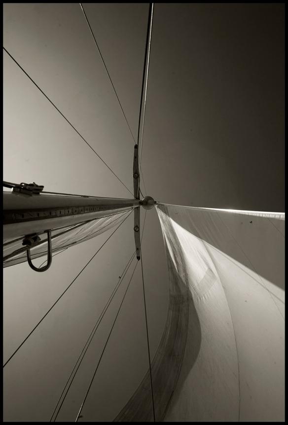 MikesBoat1-SailsSmBW